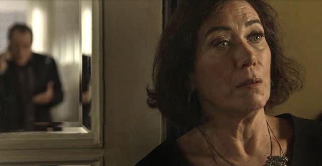 Valentina se apavora ao descobrir que está na mira de Laura (Imagem: Reprodução/TV Globo)