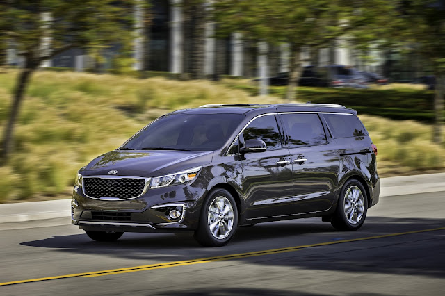 Front 3/4 view of 2016 Kia Sedona