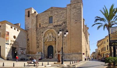 Plaça Pla des Monestir, Mahón, Menorca