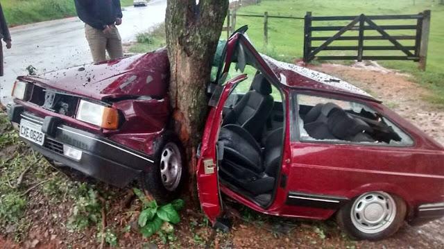 Três pessoas ficam feridas em grave acidente em Andradas(MG)