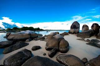 pantai batu berlayar