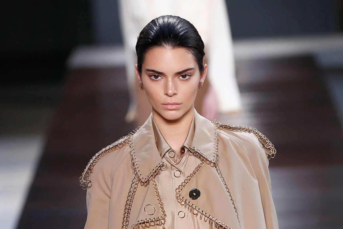 Kendall Jenner walks the Burberry London Fashion Week Show