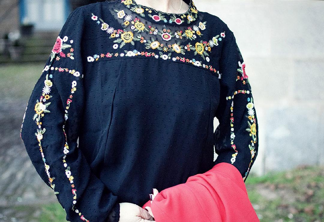 der perfekte Look für den Valentinstag, roter Blazer, schwarze Bluse