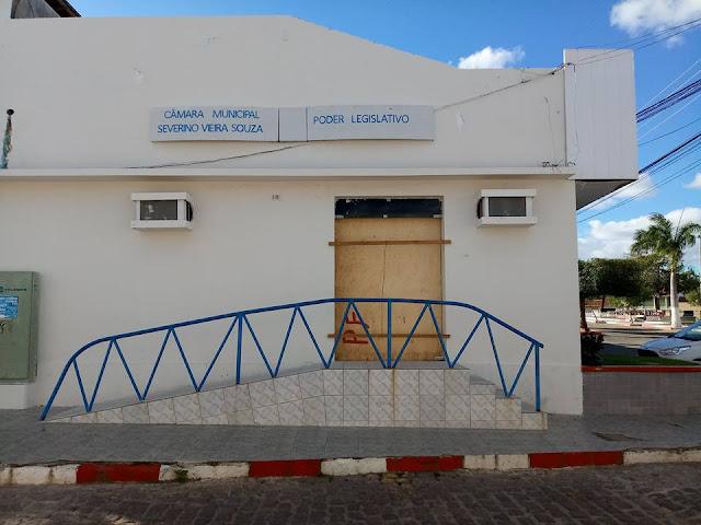 Câmara de Vereadores de Olho D'Água do Casado é alvo de vandalismo durante  madrugada deste sábado, 23