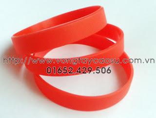 Vòng tay trơn màu đỏ
