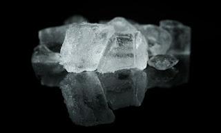 Tips Menghilangkan Jerawat Dengan Es Batu
