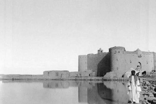 قلعة المعظم, القصر محاط ببركة ماء 1907م