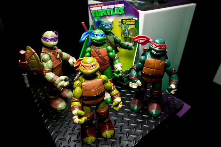 Ninja Turtle Chair Toys R Us Lazy Boy Fridge Idle Hands Toy Fair 2012 Teenage Mutant Turtles Battle Shell 11 Figures Only Available At These Fully Articulated Come With Their Core Weapons That Are Stored Either On