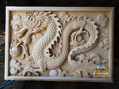 Relief atau lukisan timbul dibuat dari batu alam paras jogja atau batu paras putih gambar naga