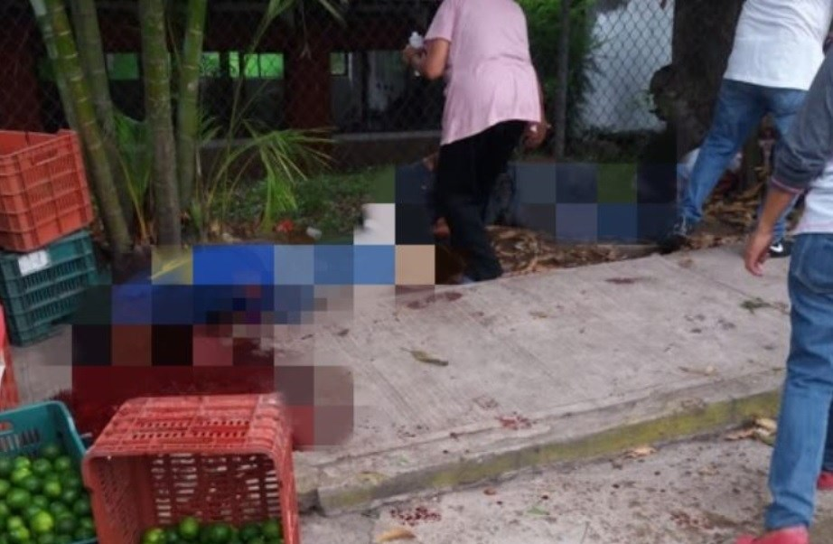 Sicarios a bordo de dos Trocas desatan nueva masacre en Veracruz, rafaguean y ejecutan a 5 personas, dejan 5 heridos en Coatepec