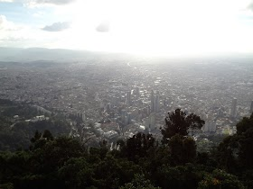 ボゴタのモンセラーテの丘にスラム街を通って登ってみた。