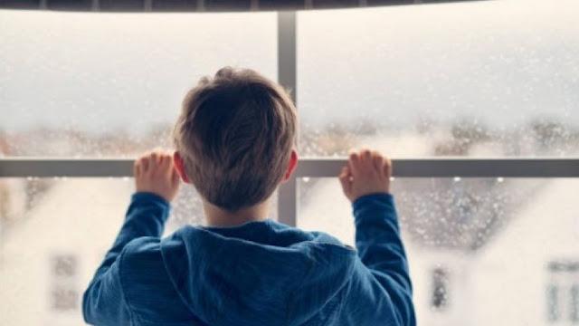 a9852e43c17 ... χθες στο Ηράκλειο, όταν οι γείτονες άκουσαν το σπαρακτικό κλάμα ενός  παιδιού και αποφάσισαν να αναζητήσουν το τί συνέβαινε. Όπως διαπιστώθηκε οι  γονείς ...