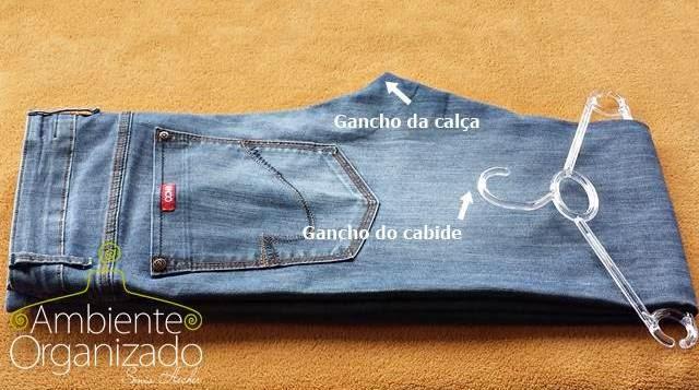 Como organizar calças em cabides