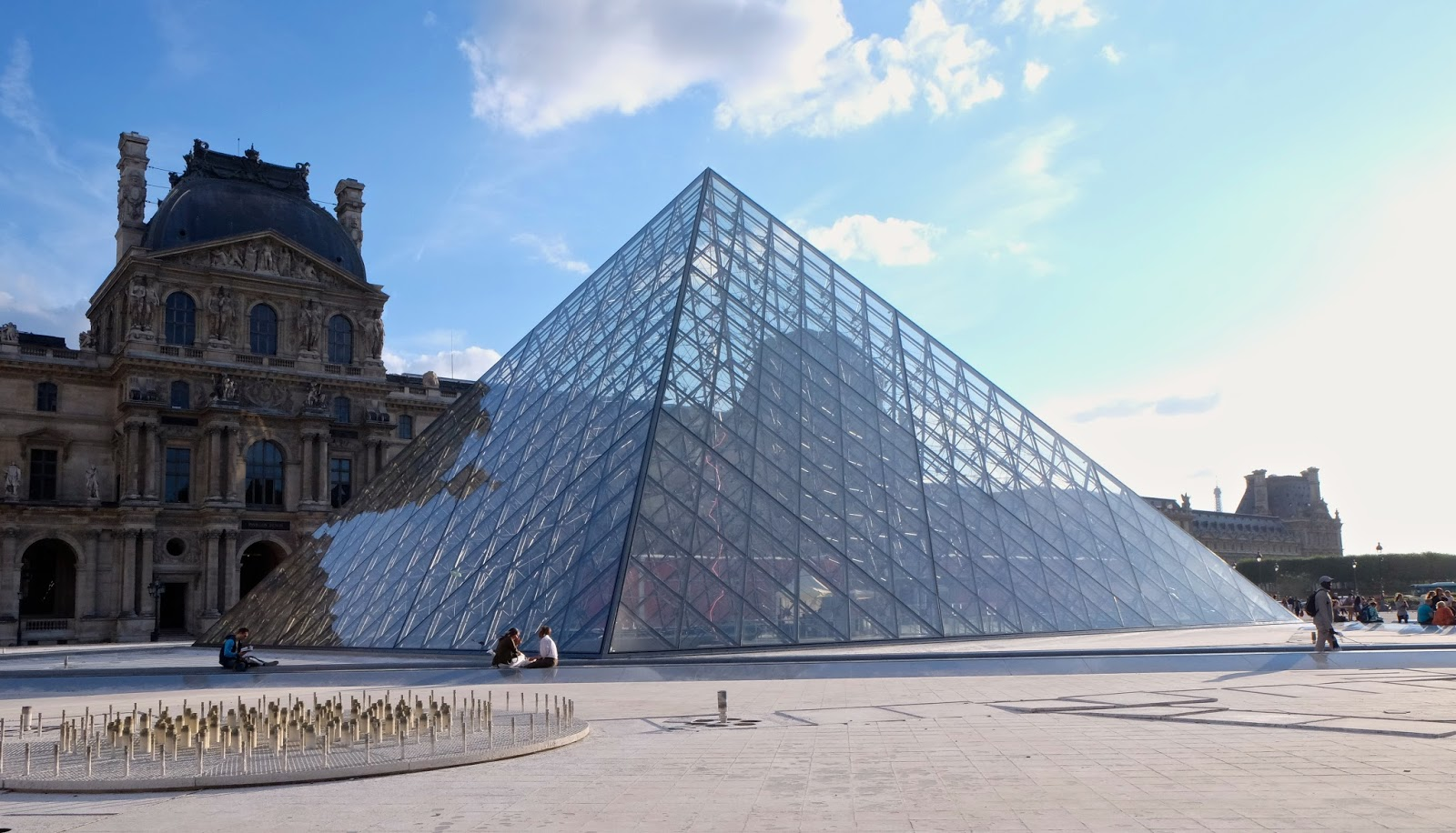 essay louvre pyramid Ambition to be a doctor essay next page louvre pyramid essay so unless everybody is educated on the importance of road safety, the loss and the sorry.