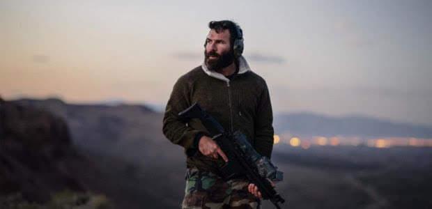 Dan Bilzerian visita Armenia y se registra en las Fuerzas Armadas