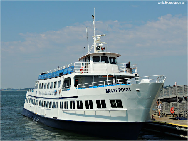 Boston Harbor Islands:Ferry en el  Puerto de Georges Island