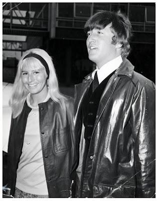 Gambar Jaket Kulit John dan Cynthia Lennon