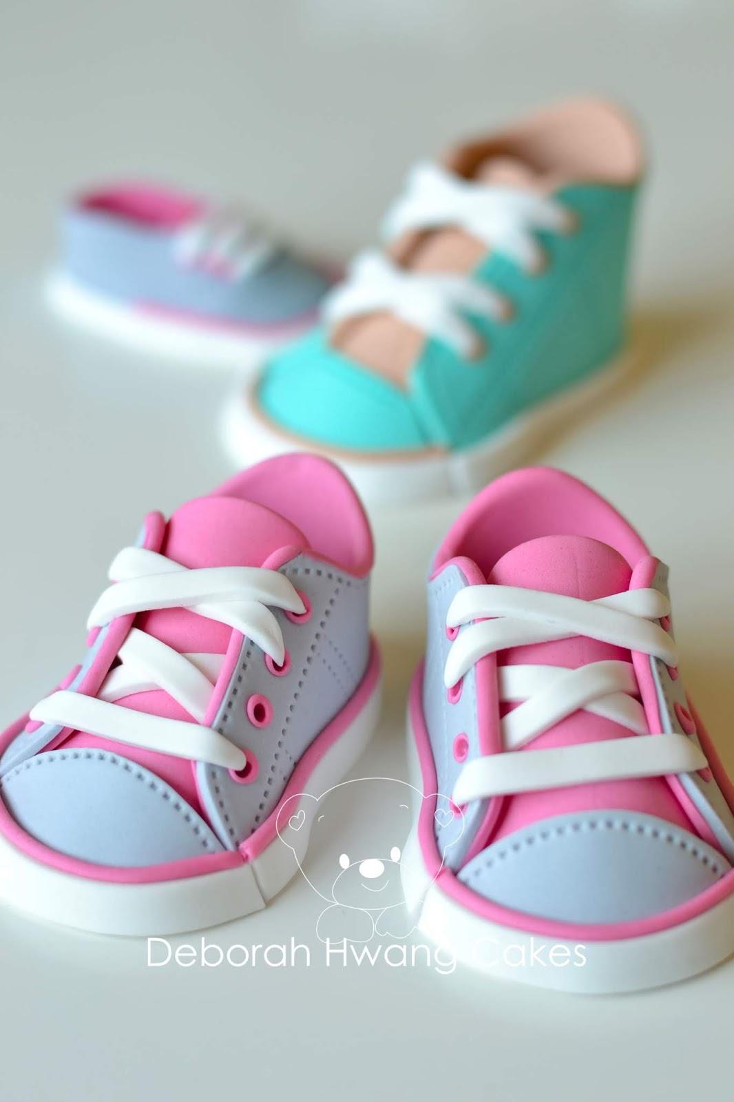 tormenta seguramente Propuesta  How To Make Fondant Baby Sneakers (with Template)