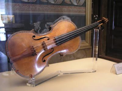 Lợi ích của việc sử dụng giá đỡ khi tập Violin