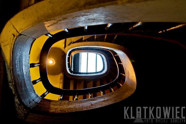 Niemcza. Kamienica. Wnętrze. Klatka schodowa. Kręcone schody.