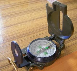 cara menggunakan kompas dalam mendaki gunung,cara membaca kompas bidik dan rumus arah balik,cara membidik pohon dengan kompas,materi kompas bidik pramuka,cara menggunakan kompas pramuka,