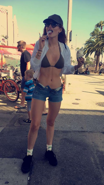 Bella Thorne Hot Instagram Photos