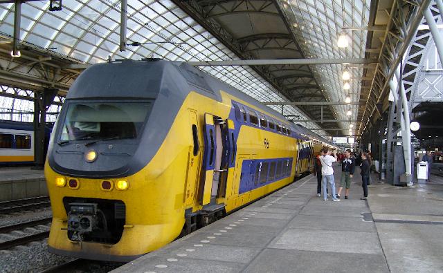Trem do aeroporto Schiphol ao centro de Amsterdã