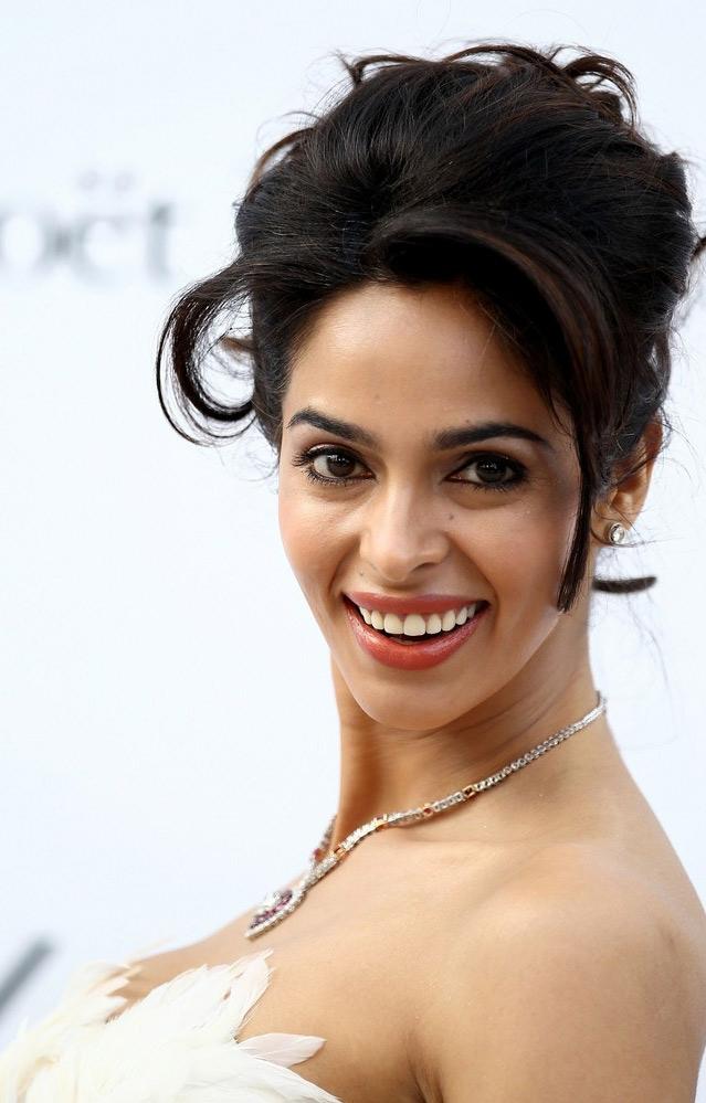 Mallika Sharavath Sexy Photos