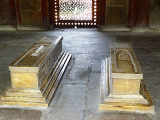 Graves in Barber's Tomb, Delhi