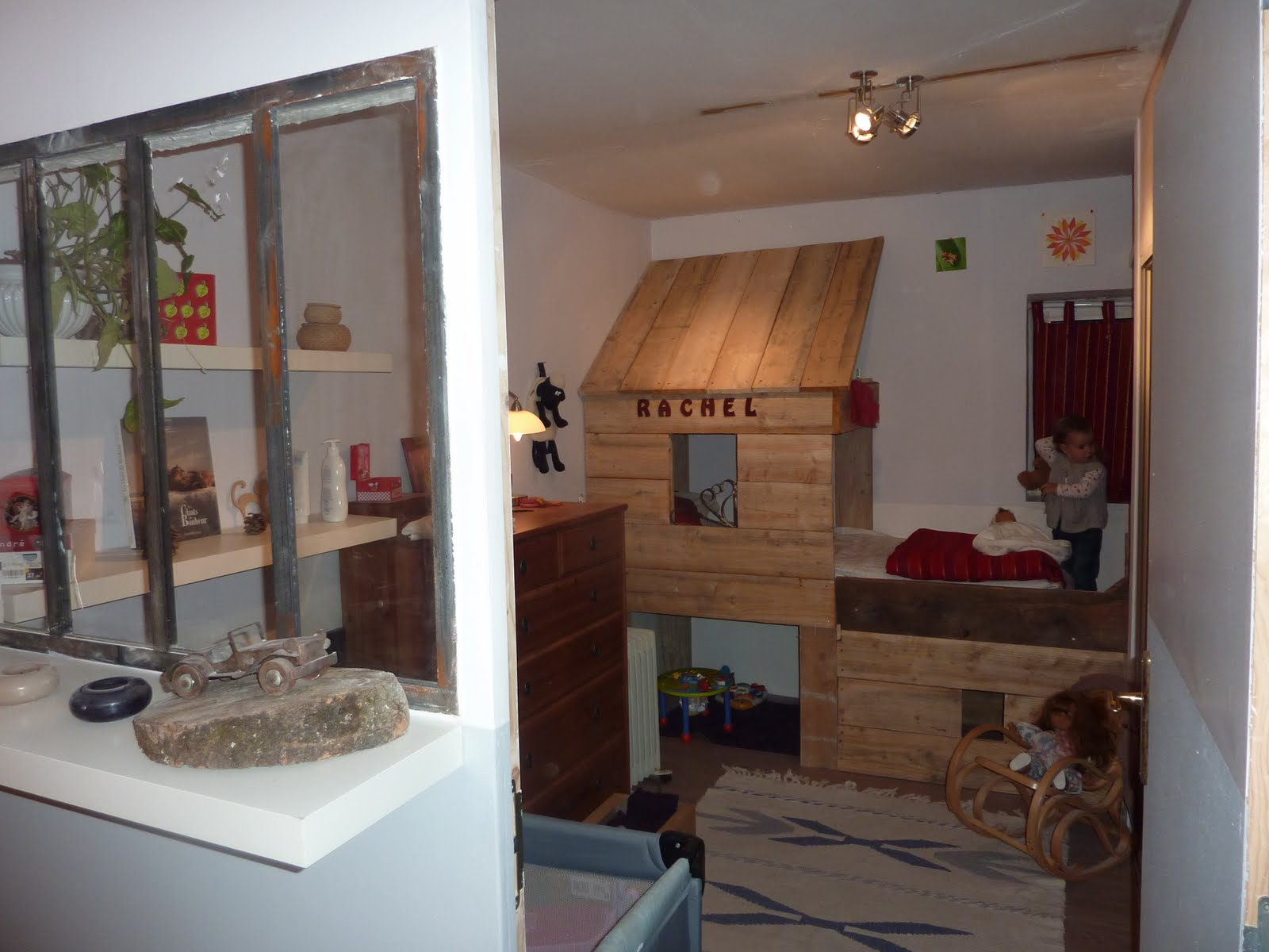 ferronnerie le fur verri re int rieure am nagement d 39 une chambre d 39 enfant avec cabane en. Black Bedroom Furniture Sets. Home Design Ideas