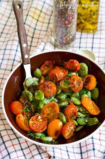 (Foul z pieczonymi pomidorami
