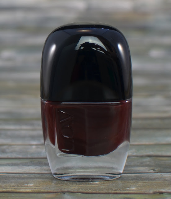 L.O.V LOVinity long lasting nail lacquer 250 deep red drama