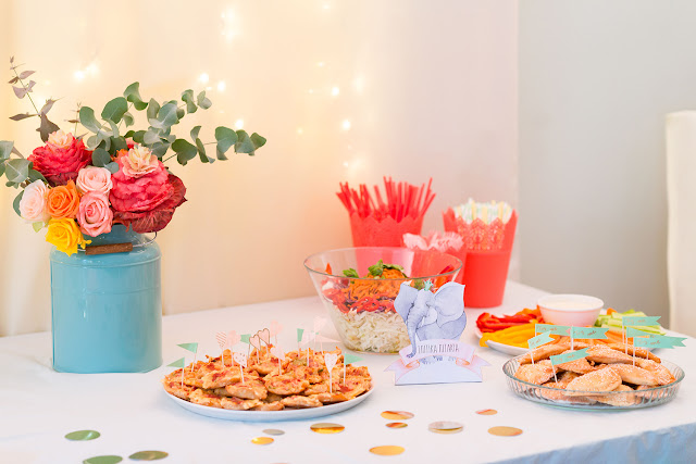 pastel jungle party, birthday buffet, cheese pies, pizza bites, fresh veggies for toddlers