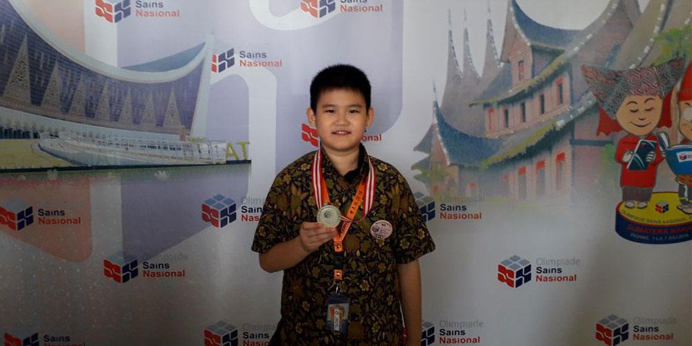 Raymond, Siswa SD Kalam Kudus, Raih Medali Perak OSN 2018