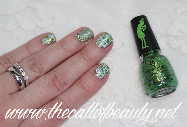 Ugly Grinchy Sweater Nails