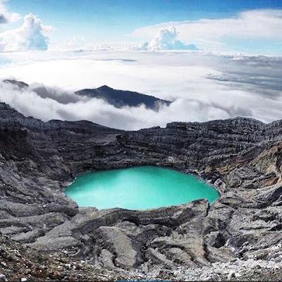 foto indahnya puncak kaldera gunung dempo