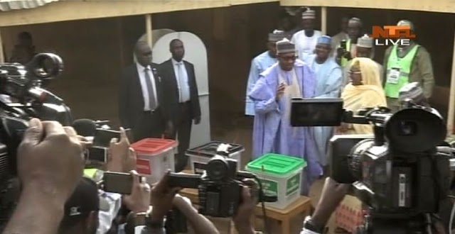 Here's the moment president Buhari and his wife arrived  polling unit to Vote