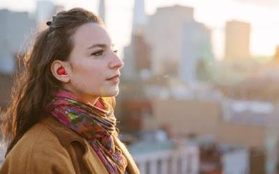 Earphone Canggih ini Mampu Menerjemahkan Berbagai Bahasa di Dunia