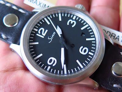 Cocok untuk Anda yang sedang mencari jam tangan penuh dengan kesederhanaan  sekaligus masculin ..... SINN - AUTOMATIC fa841617a4