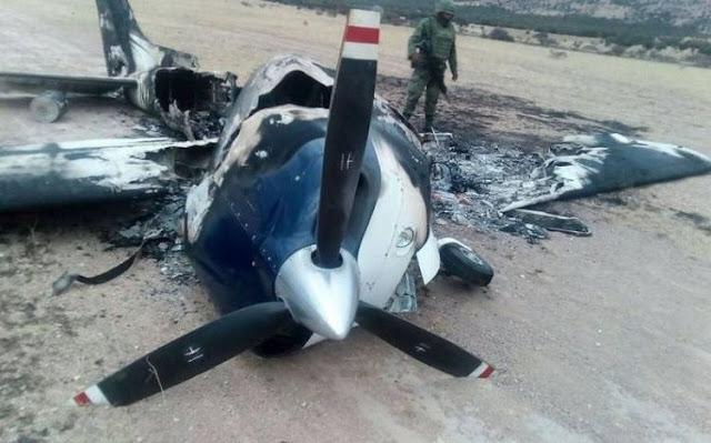 Sin importales nada sicarios incendian avioneta desplomada con droga y que fue asegurada por la Sedena