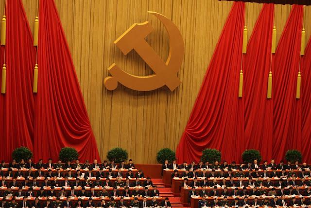 """Aprofundar a reforma, avançar no Estado de direito, e construir uma sociedade moderadamente próspera em todos os aspectos são o foco da terceira, quarta e quinta sessão plenária do 18º Comitê Central do PCCh, respectivamente. A governança rigorosa do Partido é o foco da sexta, que começou segunda-feira (24).  Esse foco, conhecido como parte das """"Quatro Abrangentes"""", é amplamente visto como o esboço estratégico e importante pensamento de governança do Comitê Central do PCCh com Xi Jinping como o secretário-geral."""