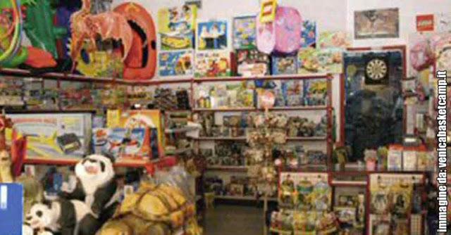 Interno dell'ex negozio di giocattoli del Gran Viale al Lido