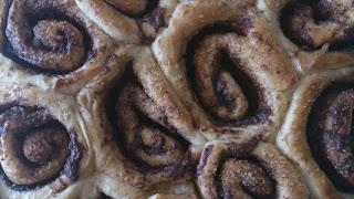 rollos de canela rellenos de chocolate crema de cacao nocilla nutella masa levado cinnamon rolls deliciosos receta con horno Cuca