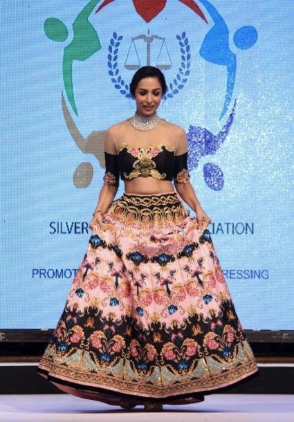 Malaika Arora Khan walks for Archana Kochhar at SSJA Silver Nite Fashion Show