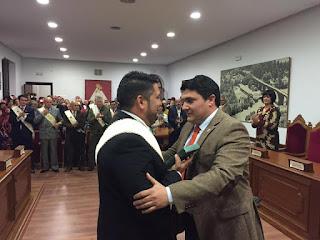 Alcalde, Manolo Lozano y Presidente, José Manuel en acto Medalla de Oro de la Villa