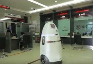 Robôs começam a patrulhar um dos maiores aeroportos da China