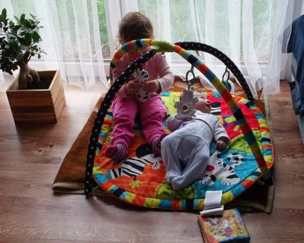 chłopiec, 3 miesiące, Szymek, Zosia, rodzeństwo, mata edukacyjna
