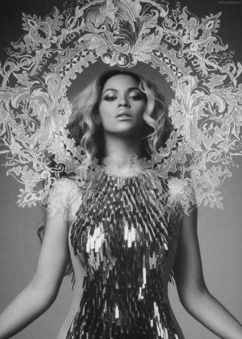 Beyonces-Mrs.-Carter-Show-Tour-Book-Snea