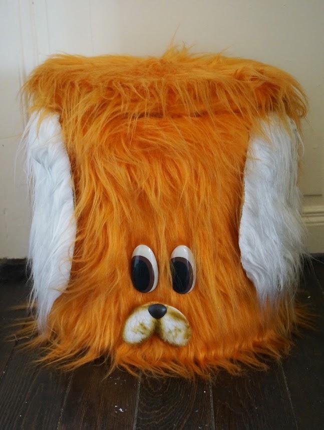 pouf / coffre à jouet peluche années 70  70s furry fuzzy stool  toy box