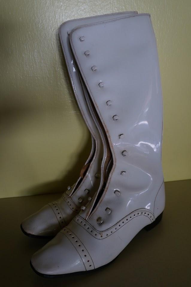des bottes vernies blanche années 70  70s white patent gogo boots